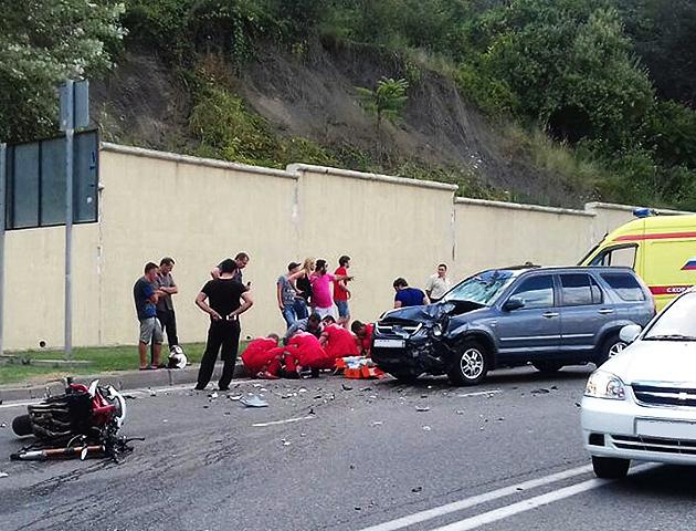 В трагедии вСочи достаточно серьезно пострадал мотоциклист