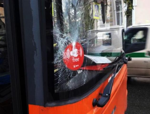 ВКраснодаре троллейбус сбил девушку