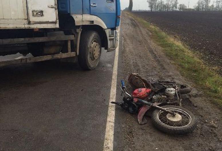 ВВыселковском районе мотоциклист госпитализирован после столкновения сКамАЗом