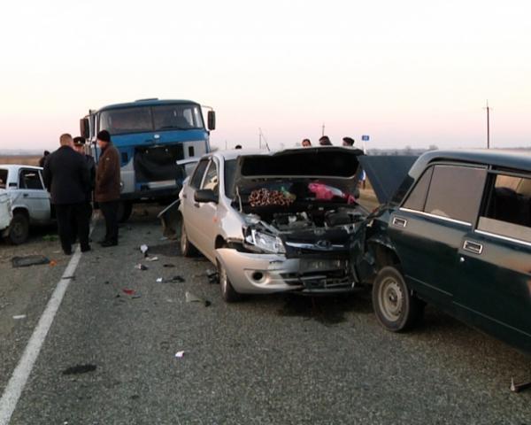 Два человека погибли встрашном ДТП спятью машинами вАдыгее